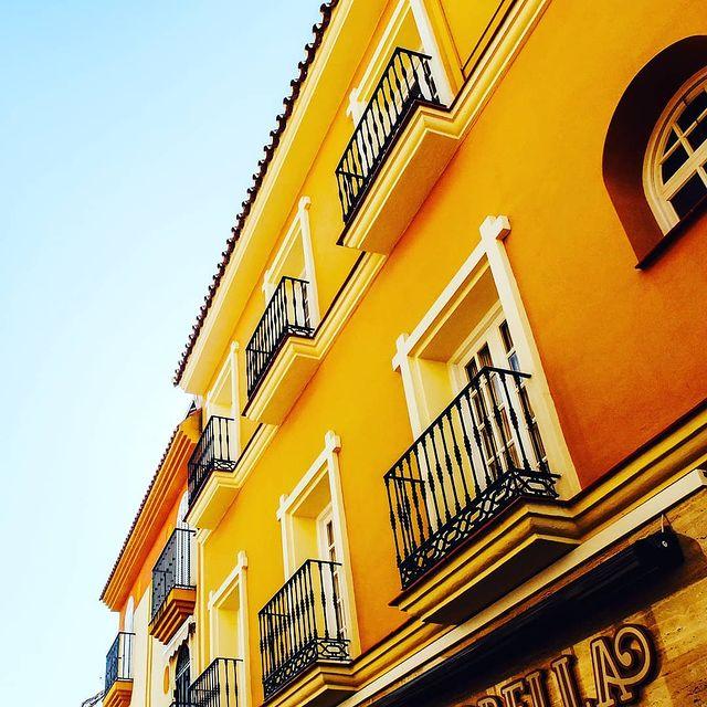 sarı balkon duvar boyası