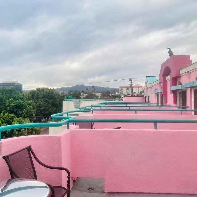 pembe balkon duvar boyasi