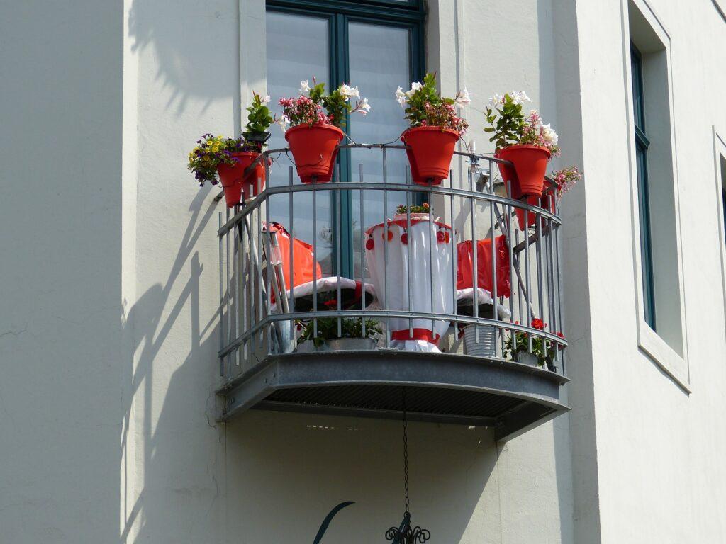 Minimal balkon dekorasyonu