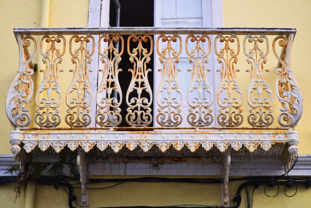 balkon dekorasyonu demirlikler