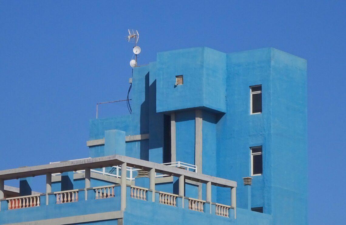 mavi balkon dekorasyonu