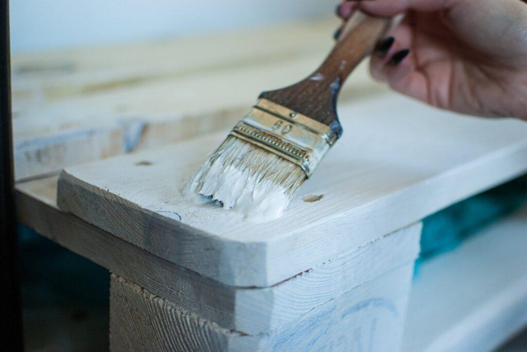 Beyaz mobilya temizliği zor mudur?